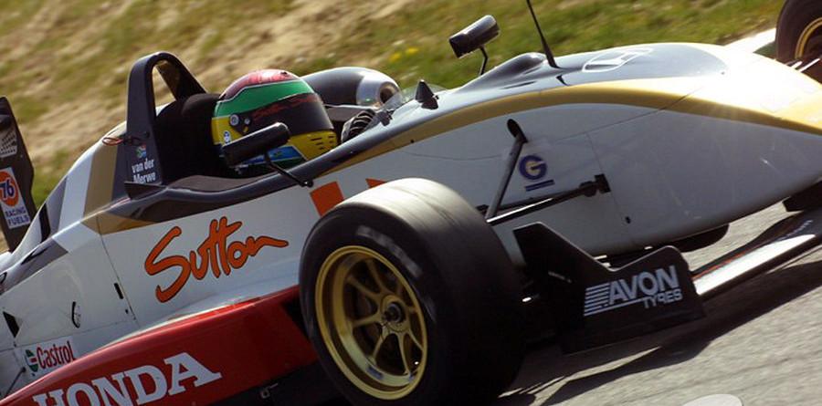 Van der Merwe sets Snetterton Friday fast time