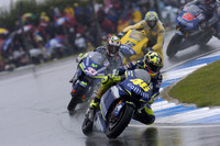 Rossi takes Donington in appalling conditions