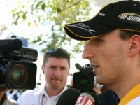 Kubica still 'part of Renault team' - Heidfeld