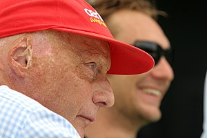 Formula 1 Lauda signs new sponsor for red cap