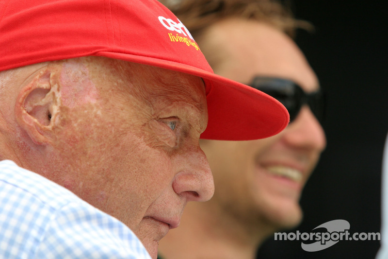 Lauda signs new sponsor for red cap