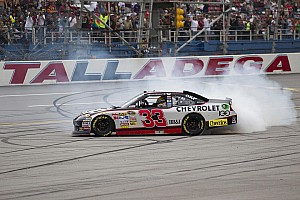 NASCAR Sprint Cup RCR gets 100th series win courtesy of Clint Bowyer