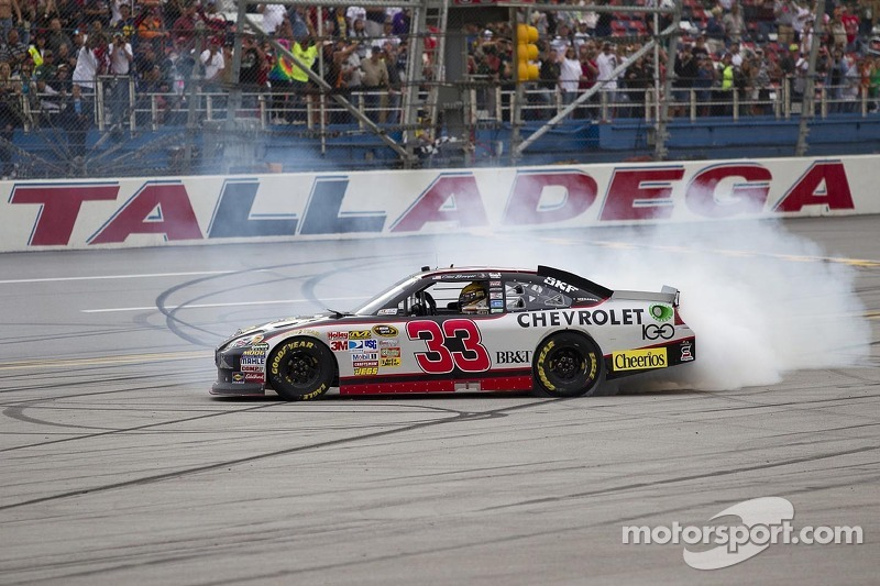 RCR gets 100th series win courtesy of Clint Bowyer