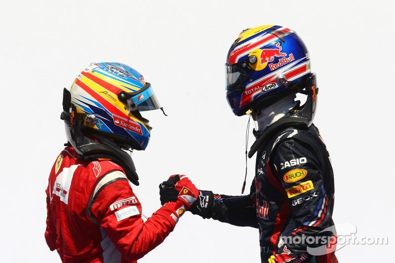 Alonso jokes as Webber wins FIA 'prize'