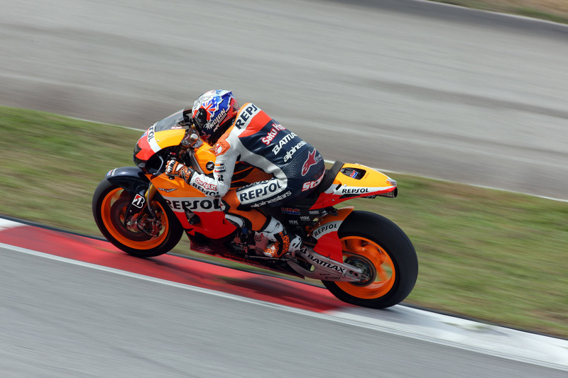 Stoner returns on top in Sepang second test day