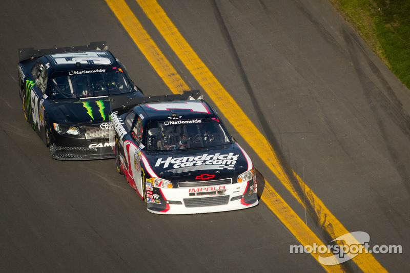 Kurt Busch has hard day at Daytona