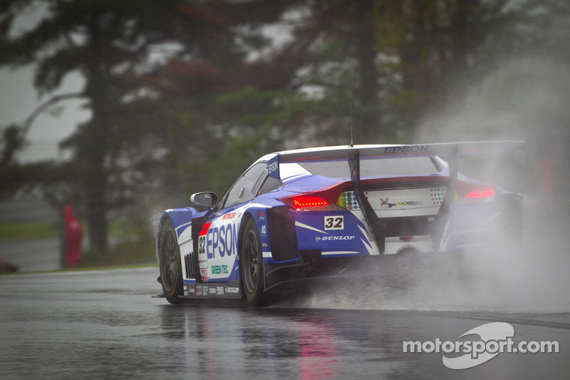 Nakayama hands EPSON HSV-010 pole on a very wet Fuji circuit