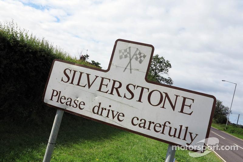 Silverstone braced for soaking grand prix