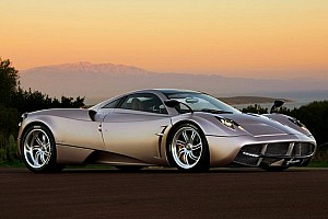 Pagani Huayra is stunning - Video