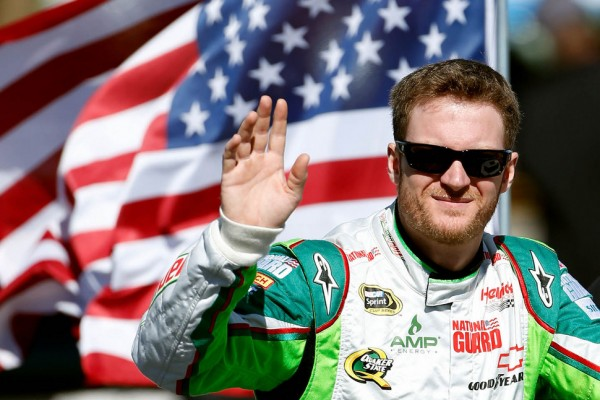 Dale Earnhardt Jr. diagnosed with concussion, will miss Charlotte, Kansas