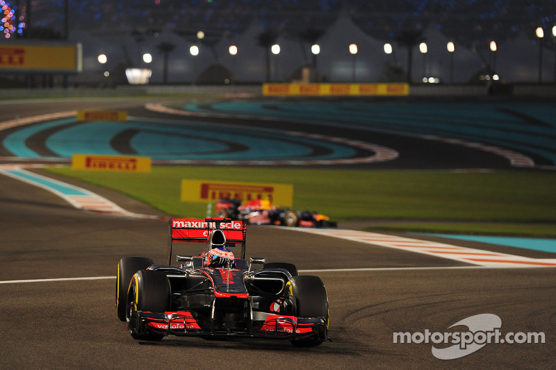 Fuel pressure end Hamilton's chances, Button is 4th in Abu Dhabi