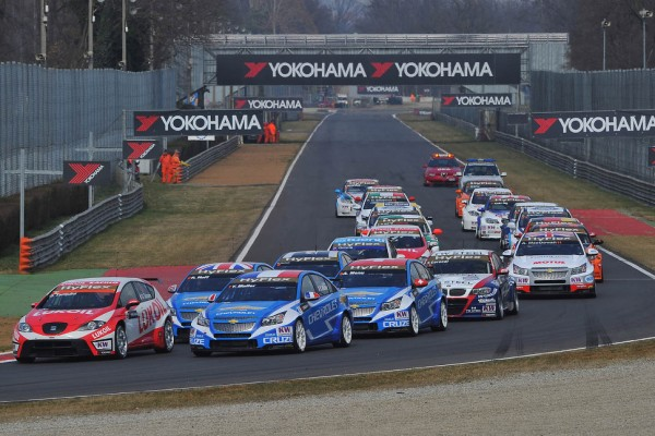 Twenty-five cars entered in the opening event at Monza