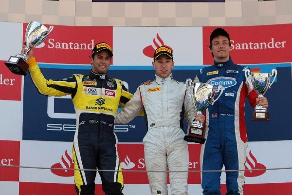 Frijns powers to maiden win on feature race in Barcelona