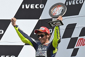 Valentino Rossi shines on his Yamaha for the win at TT Assen