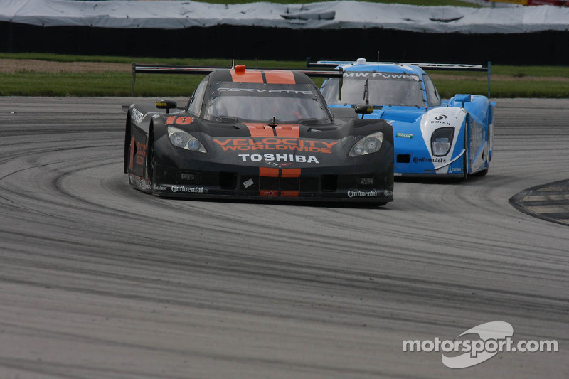Jordan Taylor holds off Pruett for the inaugural Kansas Speedway win