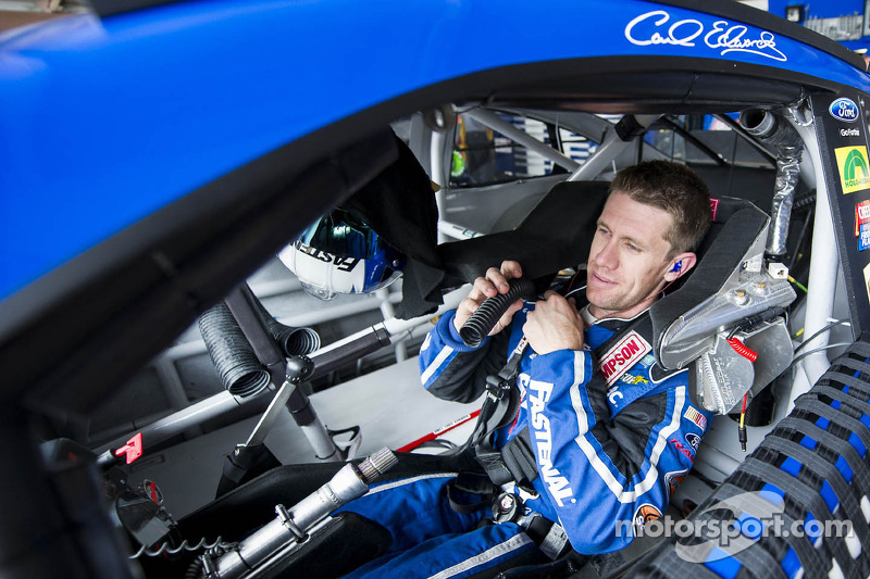 Carl Edwards sees Chase chances dim with broken hub