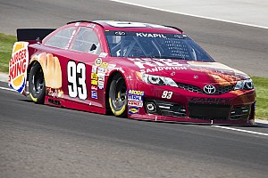 Kvapil finishes 35th in Charlotte after mid-race vibration