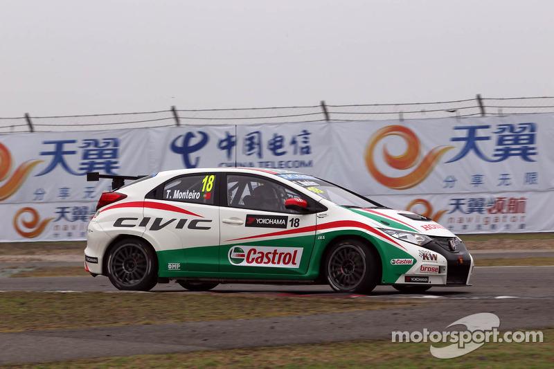 Honda Civics 1, 2 and 3 in Shanghai with Monteiro victory