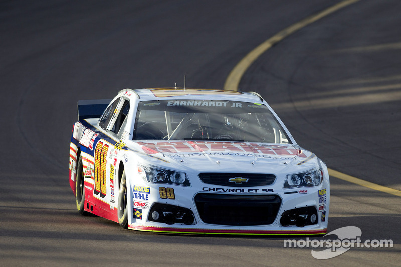 Dale Earnhardt Jr. maintains momentum with second-place run at Phoenix