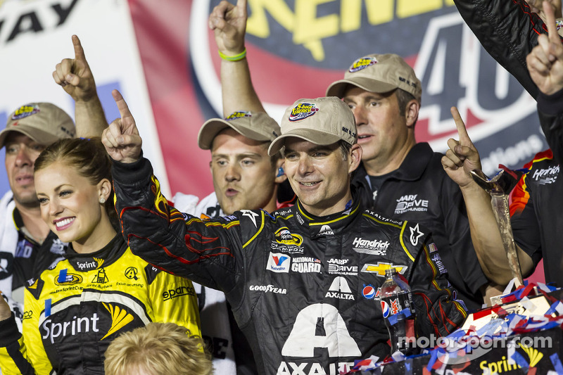 Gordon gets third Kansas win – and first win of 2014 season