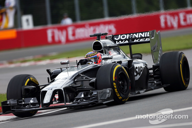 A busy Friday for Button and Magnussen in Canada
