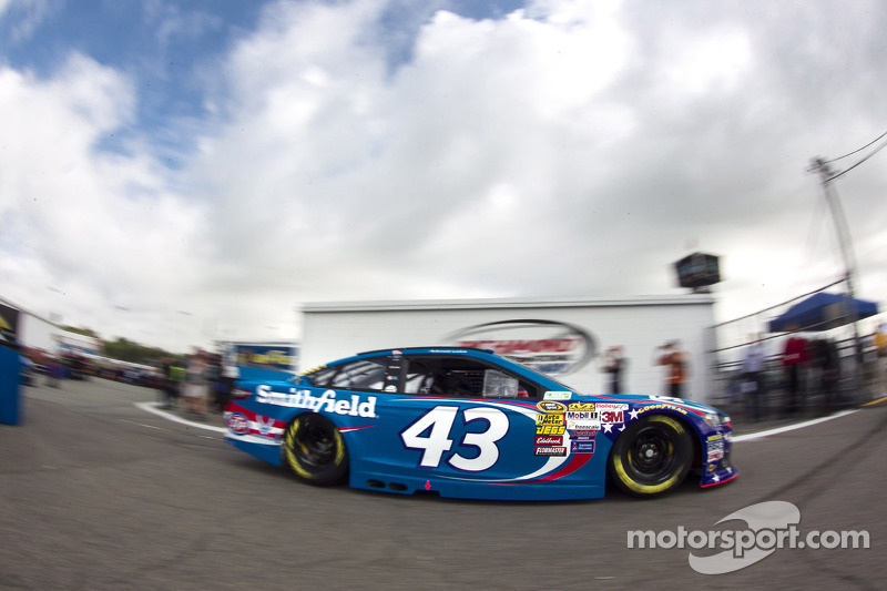Aric Almirola presses on to Michigan