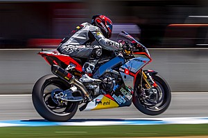 World Superbike Race report Guintoli wins Race 1 and narrows the gap to championship lead