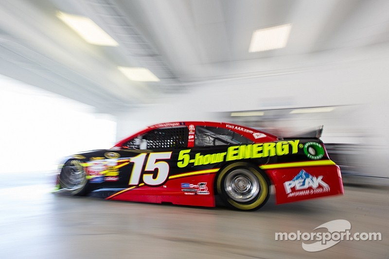 Clint Bowyer promises to take more risks to win races