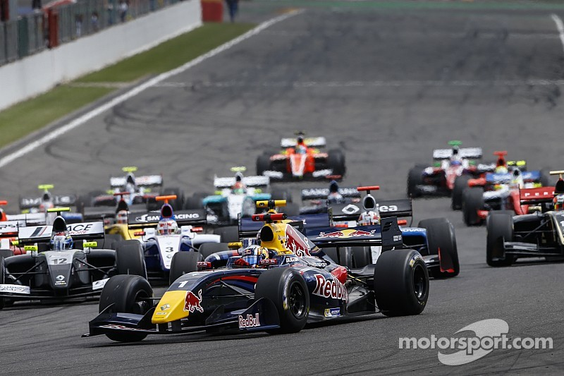 12 teams entered in the Formula Renault 3.5 Series in 2015