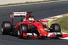 Vettel se intercala entre los Mercedes