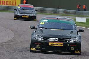 BTCC Qualifying report Smith takes Thruxton pole in accident-strewn qualifying