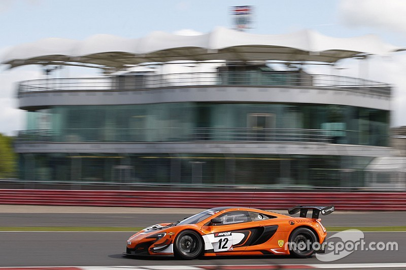 Vannelet and Quaife-Hobbs win for McLaren at Silverstone