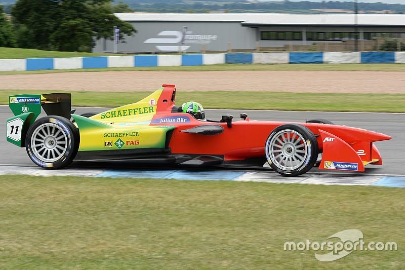 Com direito a recorde da pista, di Grassi é o mais rápido em Donington