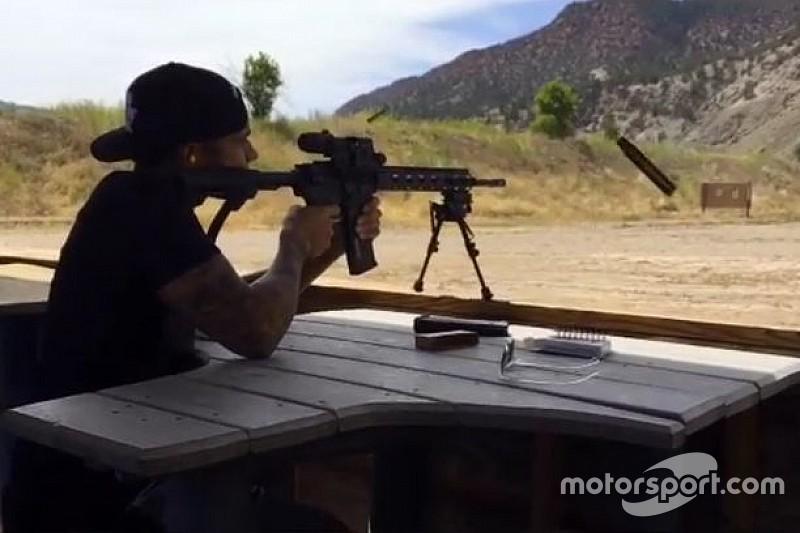 Hamilton tira vídeo de arma do Instagram após alerta da equipe