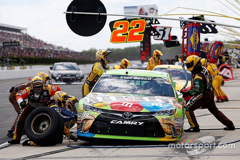 Joe Gibbs Racing replaces front tire changer for Kyle Busch