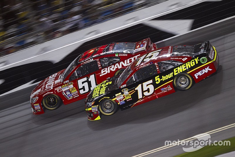 Clint Bowyer to move to HScott Motorsports in 2016
