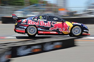 V8 Supercars Race report Sydney 500 V8s: Whincup wins, Lowndes keeps title fight alive