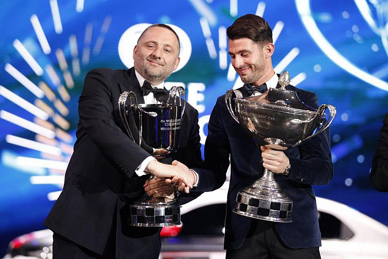Further world titles for Citroën and José María López