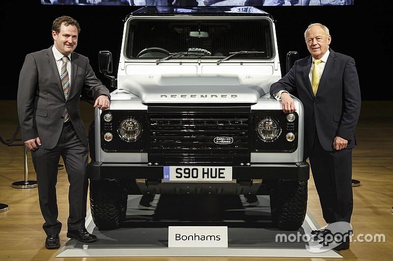 Twee miljoenste Land Rover Defender brengt 550.000 euro op