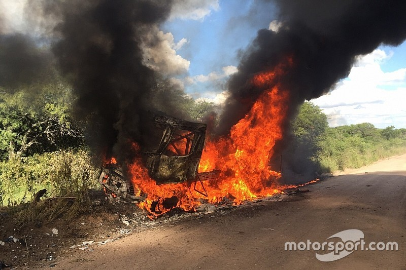 Top Renault truck exits Dakar in flames