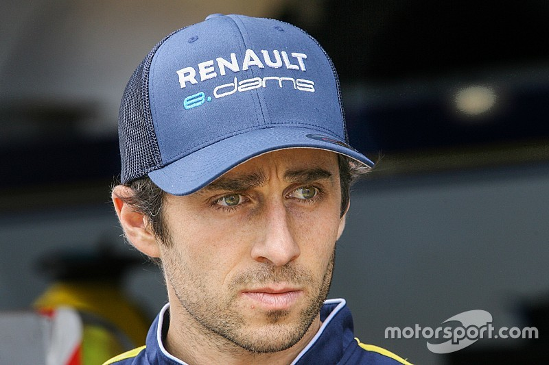 Prost targeting top three in Formula E points