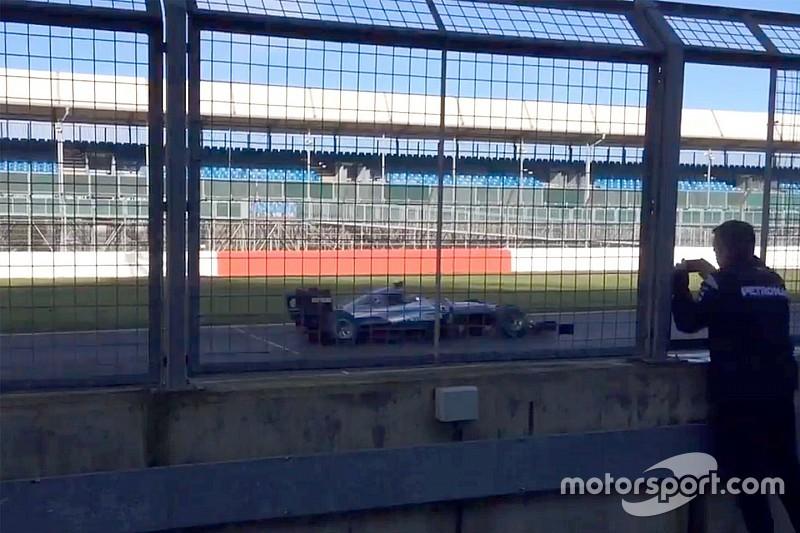 全新梅赛德斯F1赛车在银石赛道开跑