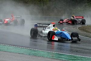 فورمولا  V8 3.5 تقرير السباق فورمولا 3.5: فاكسيفيار يحقق لقب سباق بلجيكا الثاني في أجواء فوضويّة ماطرة