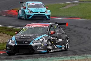TCR Rennbericht TCR in Oschersleben: Mato Homola gewinnt das spektakuläre erste Rennen