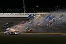 NASCAR Sprint Cup Video: Het halve veld betrokken bij megacrash op Daytona