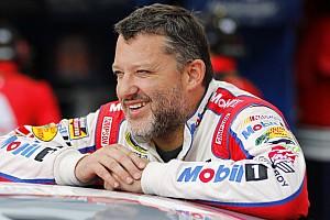 NASCAR Sprint Cup Entrevista Mesmo com celular roubado, Stewart mantém bom humor