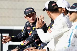 Формула 1 Новость Ферстаппен и Баттон нарядились оленями