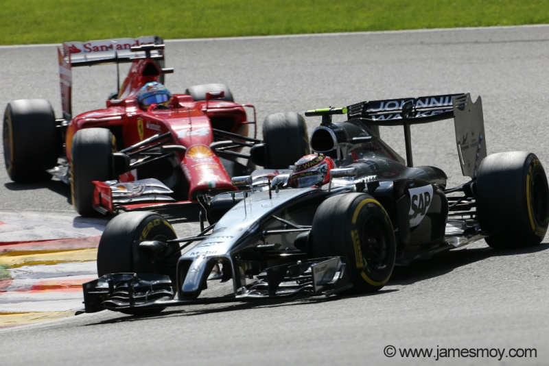 Magnussen, em disputa contra Alonso, acabou punido pelos comissários da prova