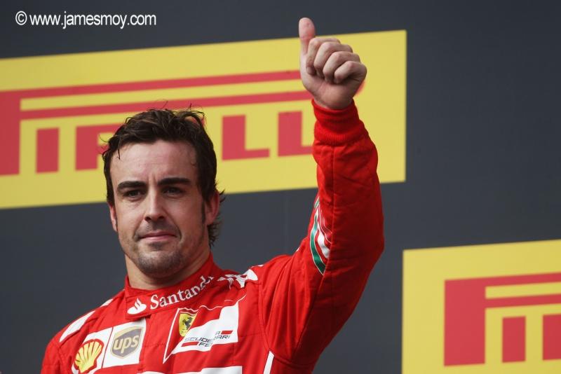 Pretendido pela McLaren, Alonso disse aos tifosi que fica