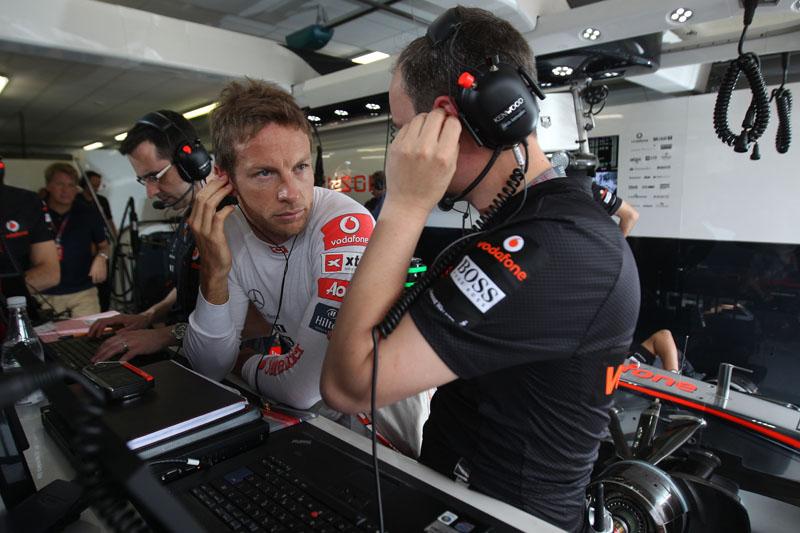 Button tem contrato até o final de 2012